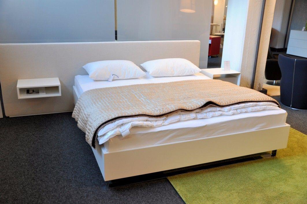 bett design interesting das bett arturo besticht durch. Black Bedroom Furniture Sets. Home Design Ideas
